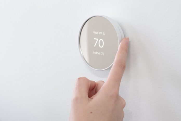 Il termostato Nest di Google da 130 dollari mostra un nuovissimo design basato sul tocco
