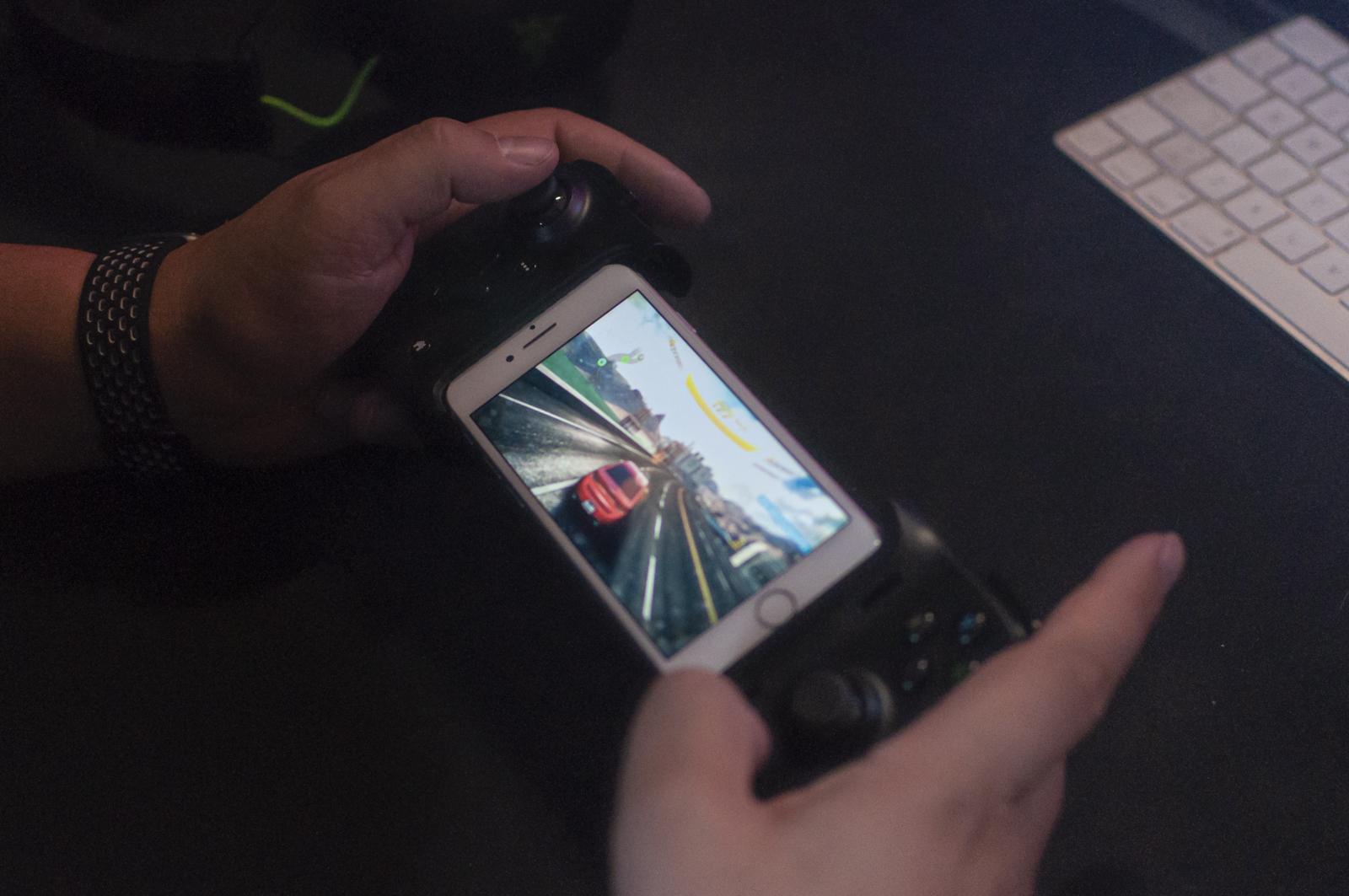 Recensione Razer Kishi per iPhone, si gioca sul serio anche su mobile