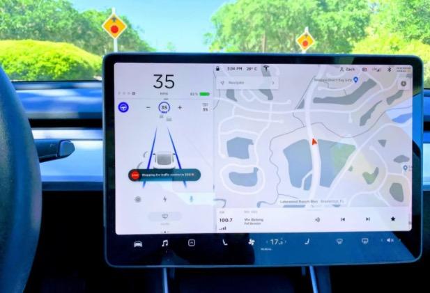 """La versione beta di Tesla """"Full Self-Driving"""" sarà disponibile il 20 ottobre, non per tutti"""