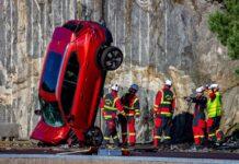 Volvo fa cadere auto nuove da 30 metri per simulare determinati incidenti