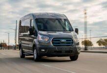 Ford E-Transit è la versione completamente elettrica del veicolo commerciale