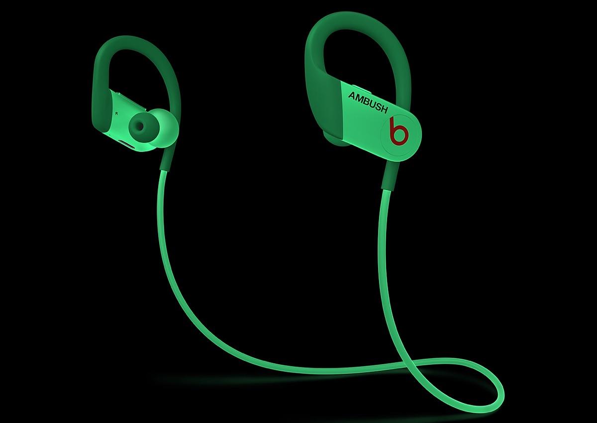 Da Apple gli auricolari PowerBeats Ambush che brillano al buio