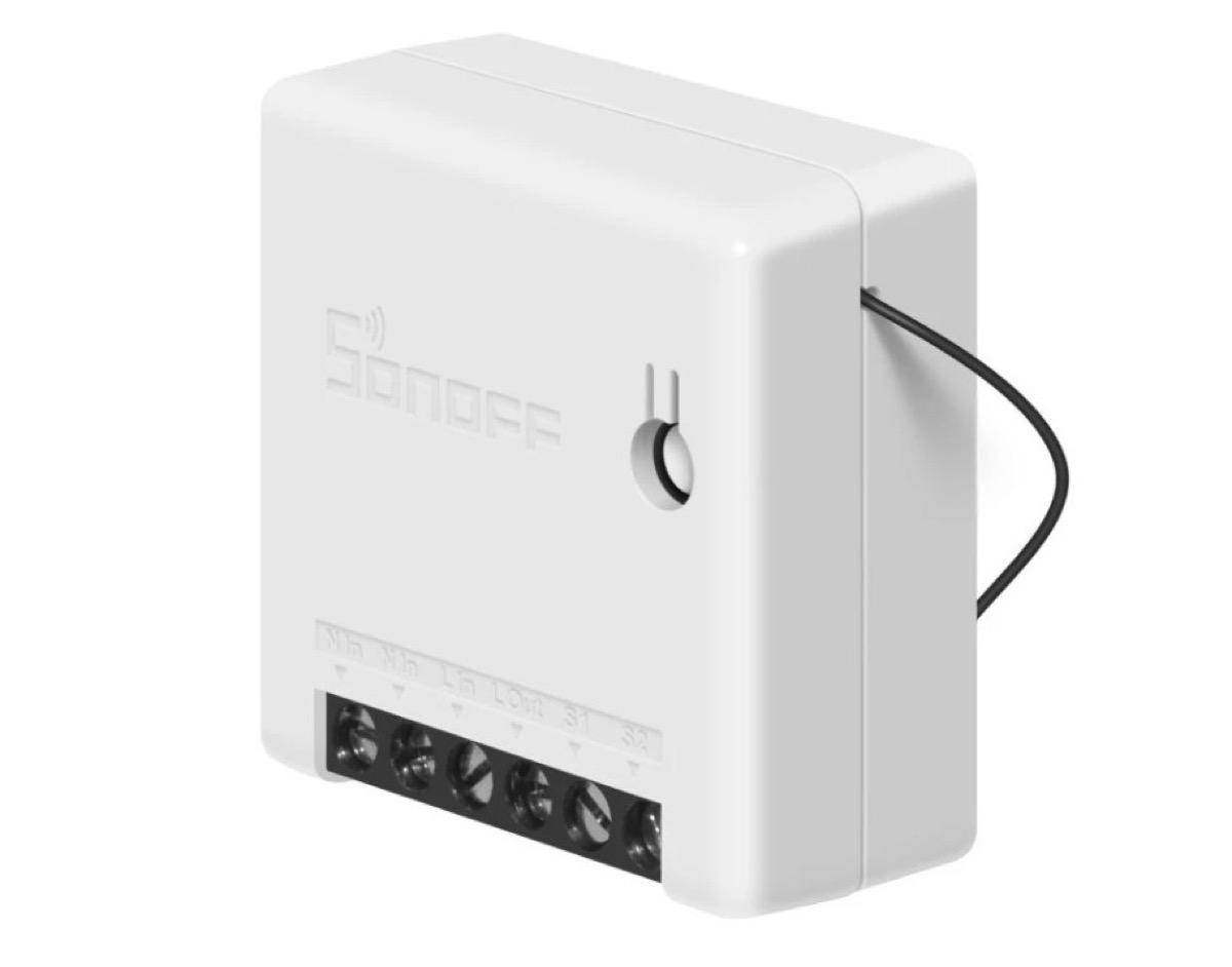 Solo 9 euro il Mini switch a due vie Sonoff, per automatizzare al meglio la casa
