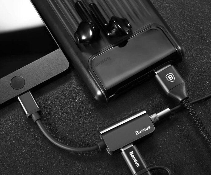 Baseus CATL40-01, un convertitore USB-C maschio femmina, con jack cuffie incluso a 5 euro in offerta lampo