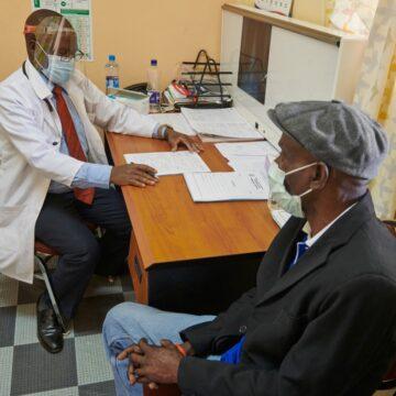 Lotta al COVID, Apple regala milioni di mascherine e visiere allo Zambia