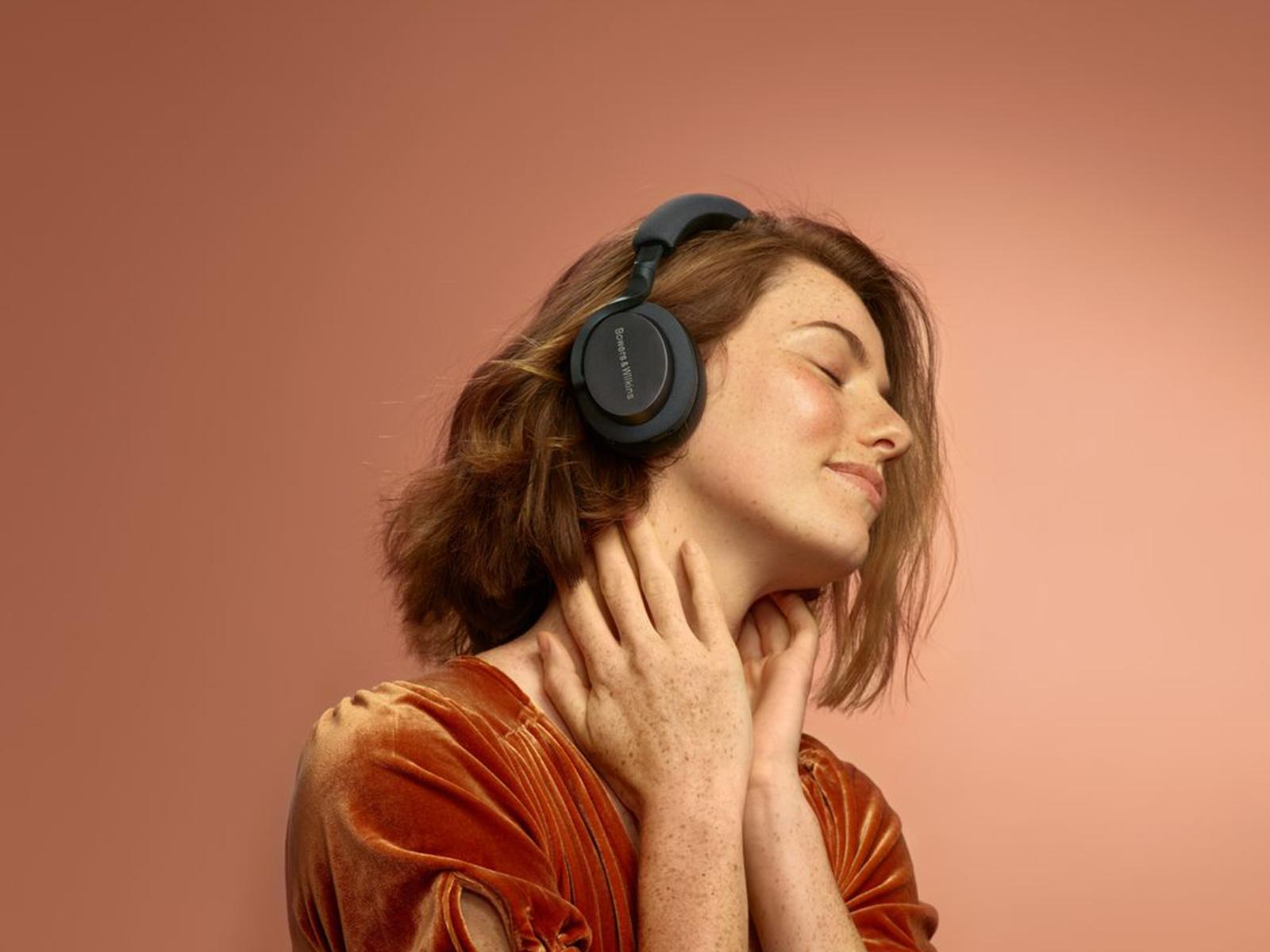 Recensione Bowers & Wilkins PX5, musica ricca in vestito da sera