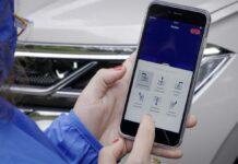 Basta uno smartphone per parcheggiare la Touareg