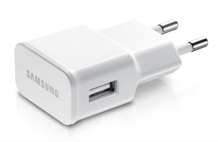 Samsung come Apple, niente caricatore con i prossimi smartphone