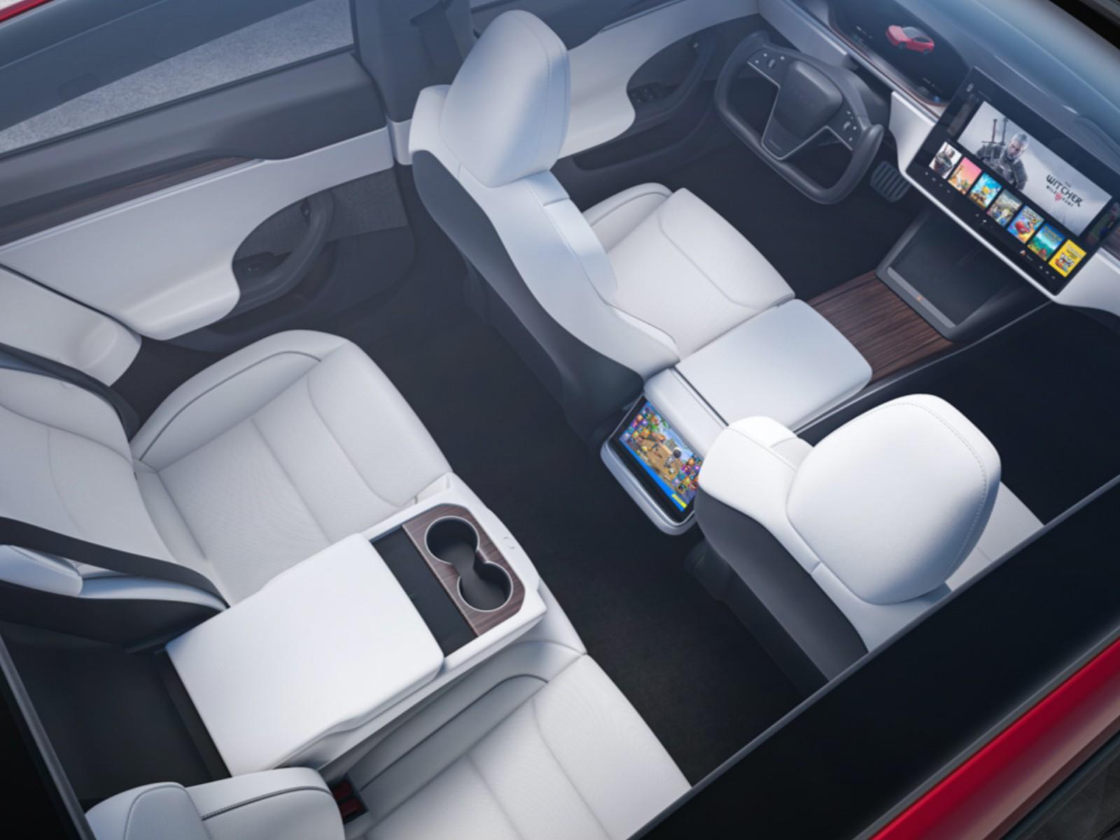 Tesla Model S 2021 aggiorna gli interni con uno sterzo che dividerà i fan