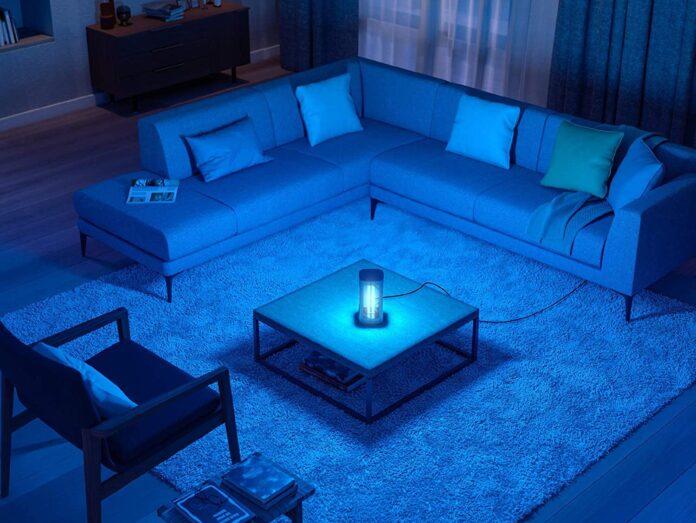 La lampada da tavolo Philips UV-C per la disinfezione è in esclusiva su Amazon