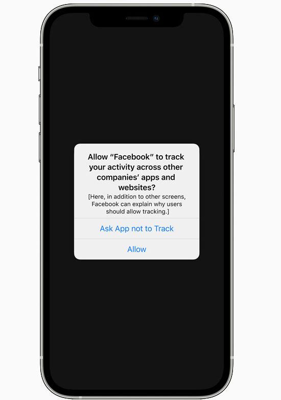 """Zuckerberg ancora contro Apple: """"I cambiamenti sulla privacy egoistici e anticoncorrenziali"""""""