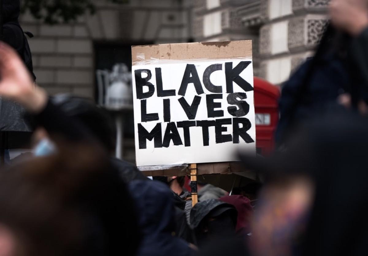 Apple dona il murales Black Lives Matter a un'organizzazione no profit
