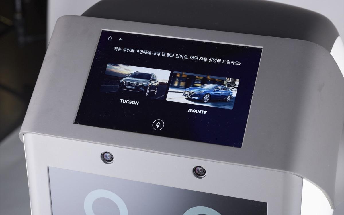 Il robot Hyundai assiste i clienti nelle concessionarie