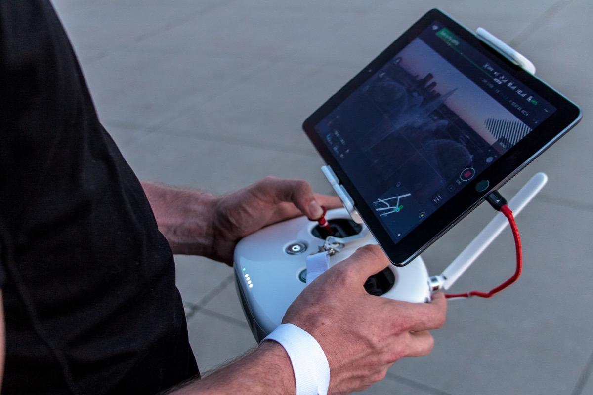 Drone contro elicottero della polizia, il proprietario rischia la prigione