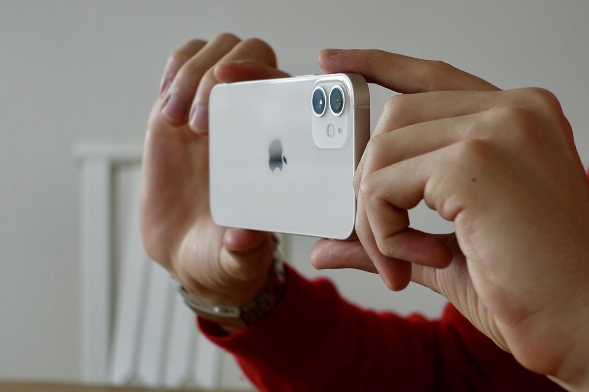 iOS 14.4 si accorge quando la fotocamera di iPhone non è originale