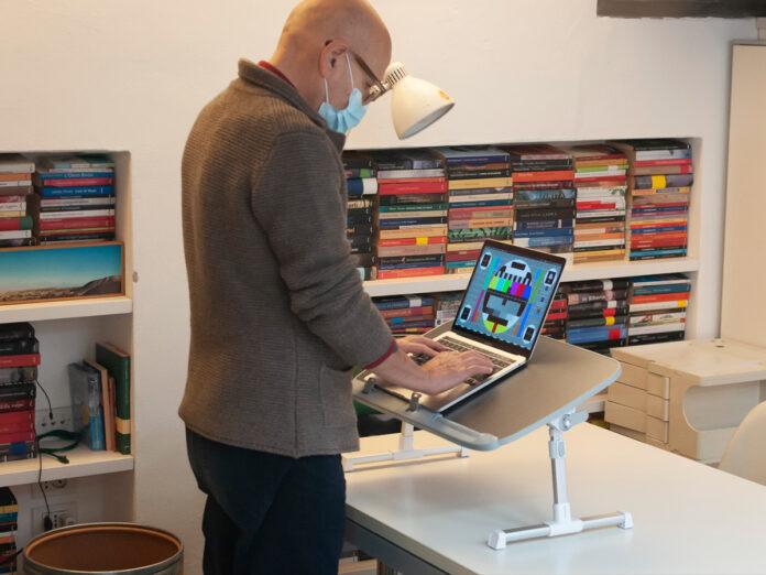Recensione Taotronics Laptop Standing Desk, smart working comodo e intelligente