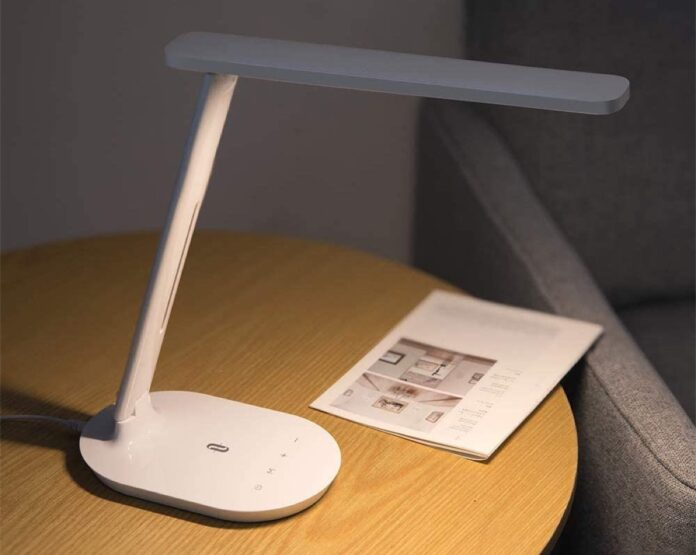 La lampada da scrivania TaoTronics TT-DL064 è in offerta a 18,39 euro con codice