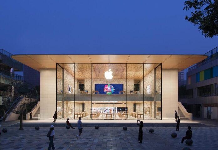 Controllo borse dipendenti dei negozi: Apple dovrà affrontare cause di risarcimento danni