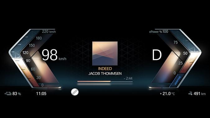 Il sistema di infotainment iDrive 8 di BMW usa machine learning e comprende il parlato