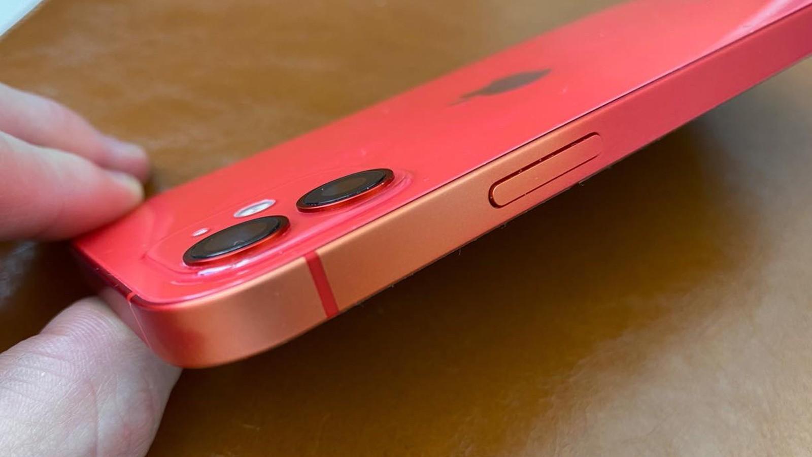 Segnalate sbavature di colore dal corpo di alcuni iPhone