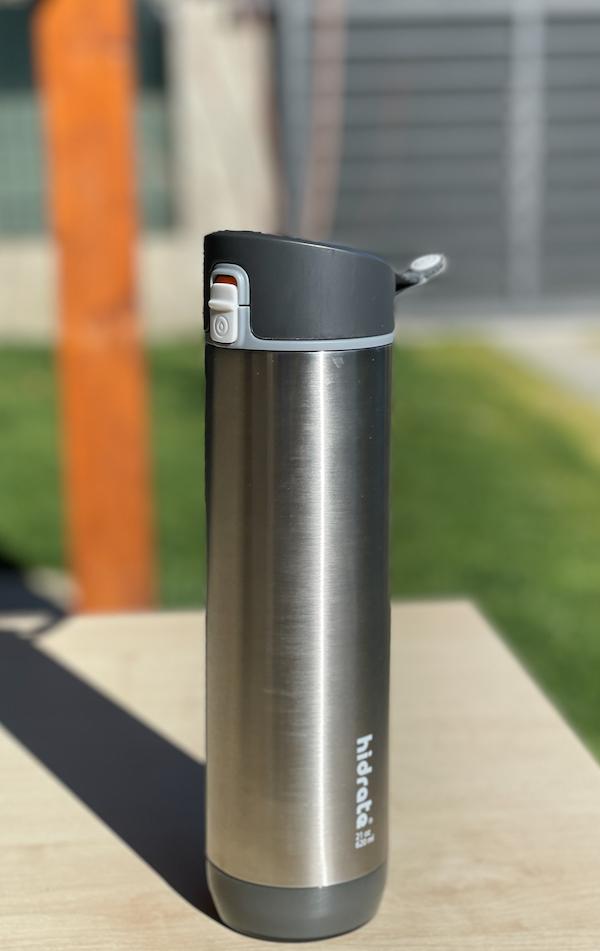 Recensione HidrateSpark 3: la bottiglia smart che vi incentiva a bere