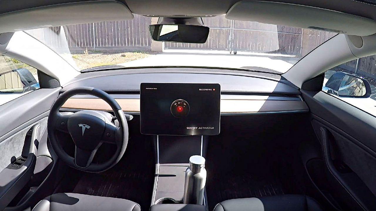 La Cina vieta le Tesla nella basi militari