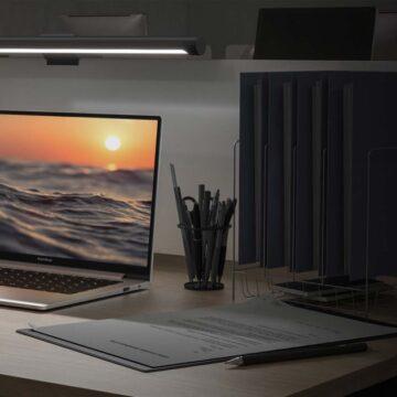Solo 39,99 euro per la lampada Xiaomi che salva la vista quando usate il PC o Mac