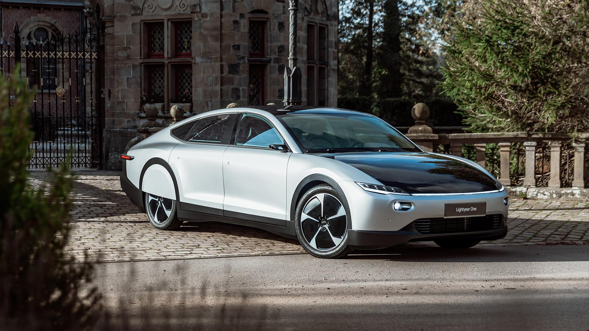 Bridgestone e Lightyear per la prima auto elettrica solare a lungo raggio