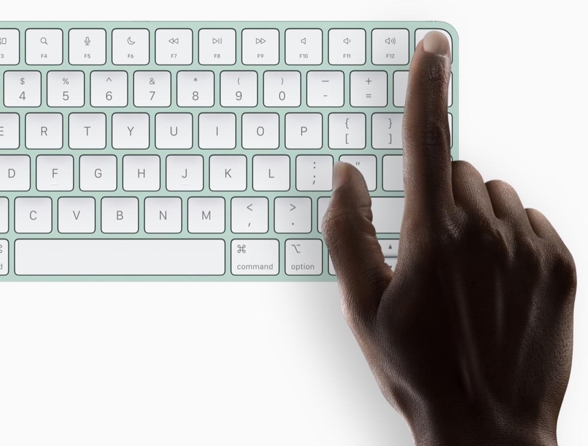 iMac M1 base, chi vuole Magic Keyboard con Touch ID paga di più