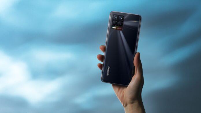 Ecco realme 8 5G e realme 8, i due nuovi smartphone per tutti