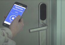 La placca maniglia Smartair imax di Assa Abloy apre con Bluetooth e RFID