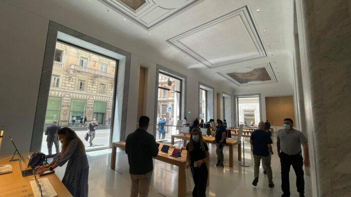 Apple Store Via del Corso, nuove foto (anche quella del primo iMac venduto)
