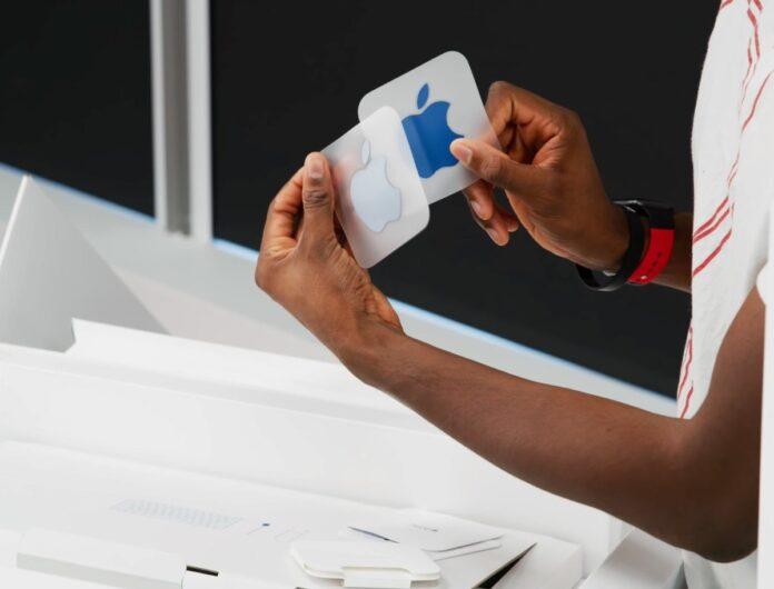 Negli iMac colorati gli adesivi sono colorati