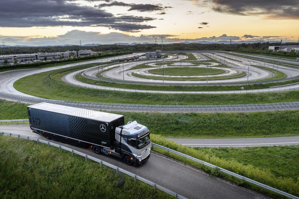 Daimler Trucks, test intensivi sui truck a celle combustibili