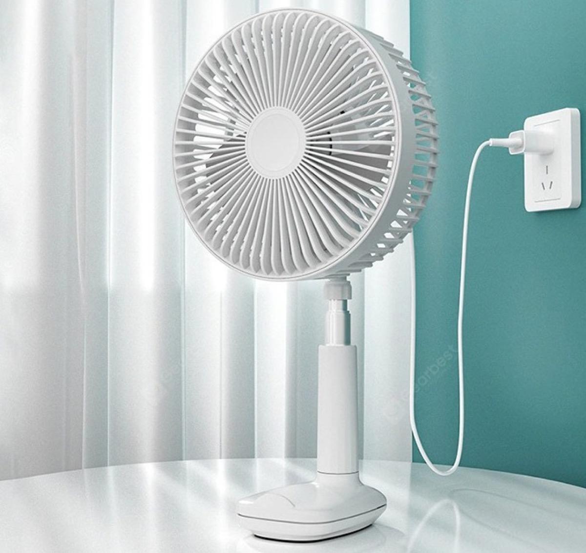 Arriva il caldo infernale, ecco il ventilatore 3-in-1 da scrivania per combatterlo a 25 euro