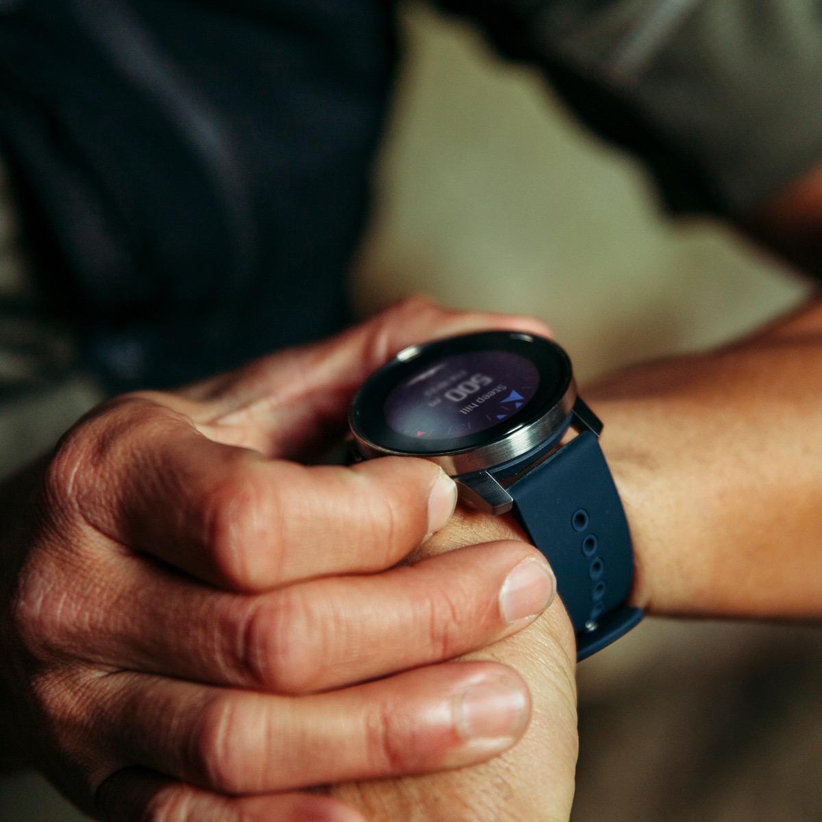 SUUNTO presenta lo smartwatch più sottile al mondo