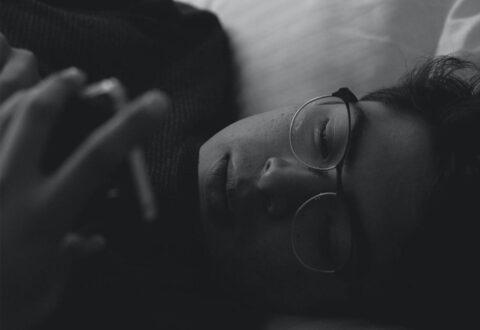Uno studio dice che Night Shift e modalità simili non aiutano a migliorare il sonno