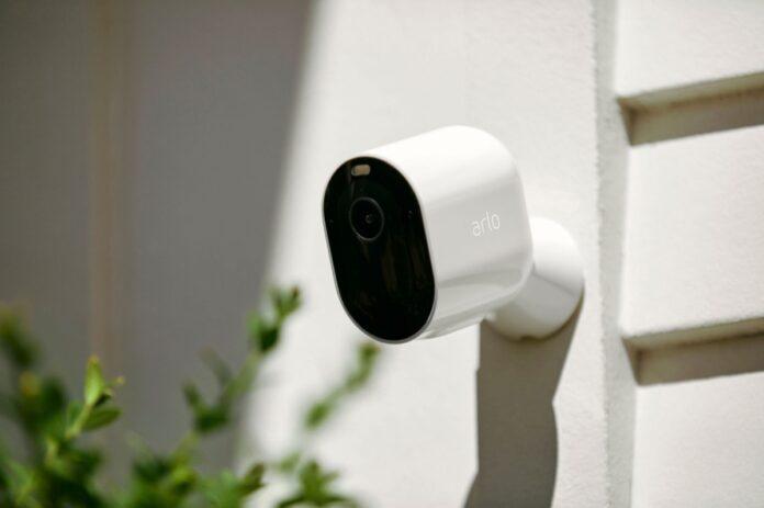 La videocamera Arlo Pro 4 è disponibile per la prenotazione