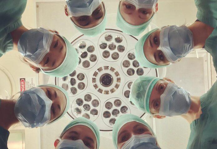 A Parma intervento di chirurgia protesica alla spalla con Realtà Aumentata