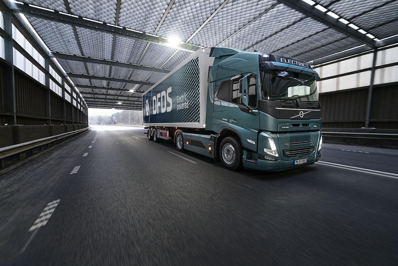 Volvo Trucks e DFDS, approvvigionamento basato sui trasporti elettrici