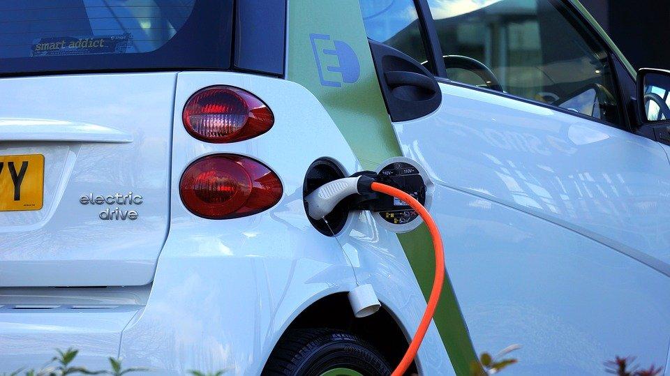 eRaid, mille km di challenge per dire che l'auto elettrica