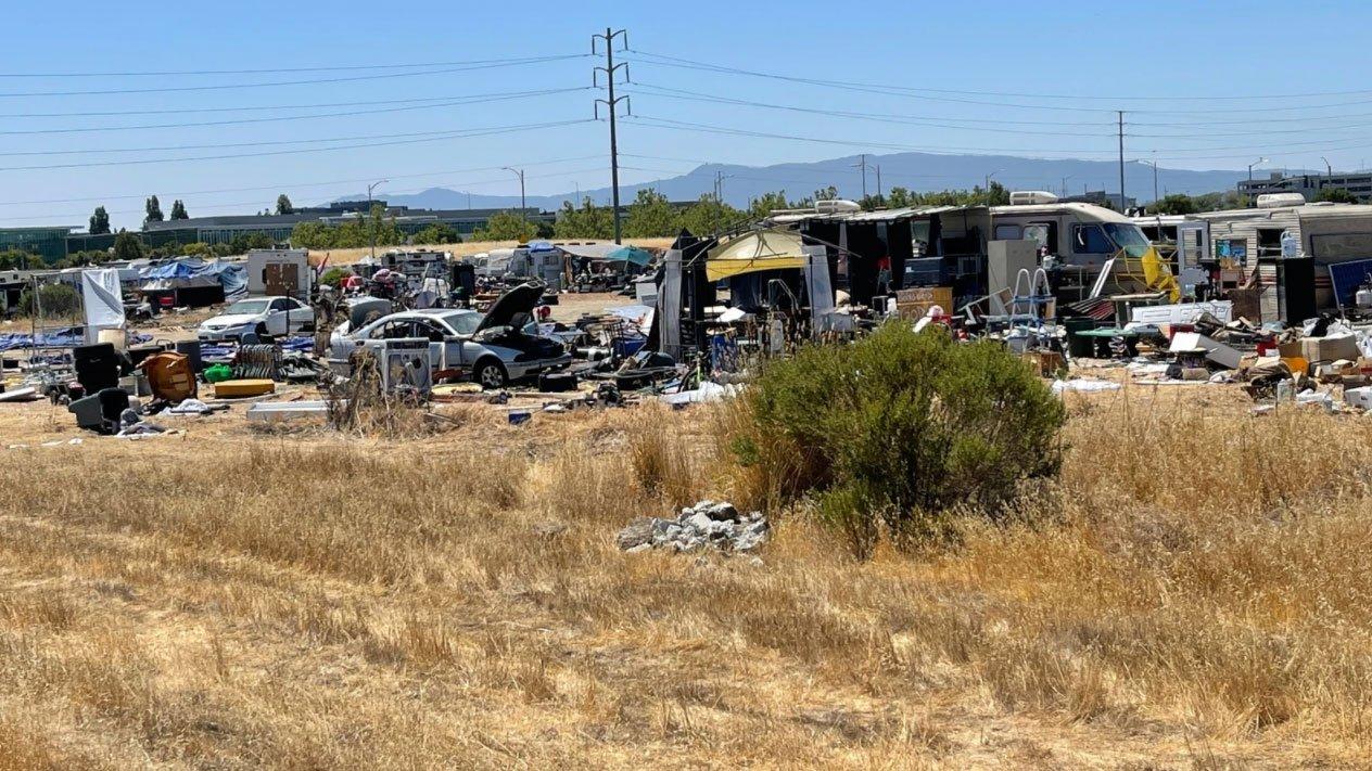 A San Jose problemi per Apple per alcuni senzatetto nei suoi terreni