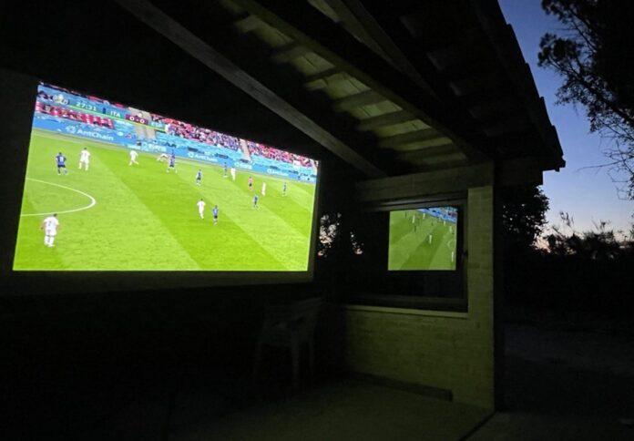 Come tifare Italia per la finale degli Europei tra proiettori, streaming e decoder