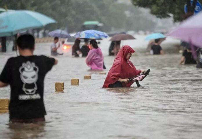 """Foxconn: """"L'emergenza piogge in Cina non avrà impatto sulla produzione degli iPhone""""."""