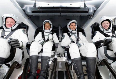 SpaceX, nella missione in orbita Apple Watch, iPhone e iPad per studi sulla salute