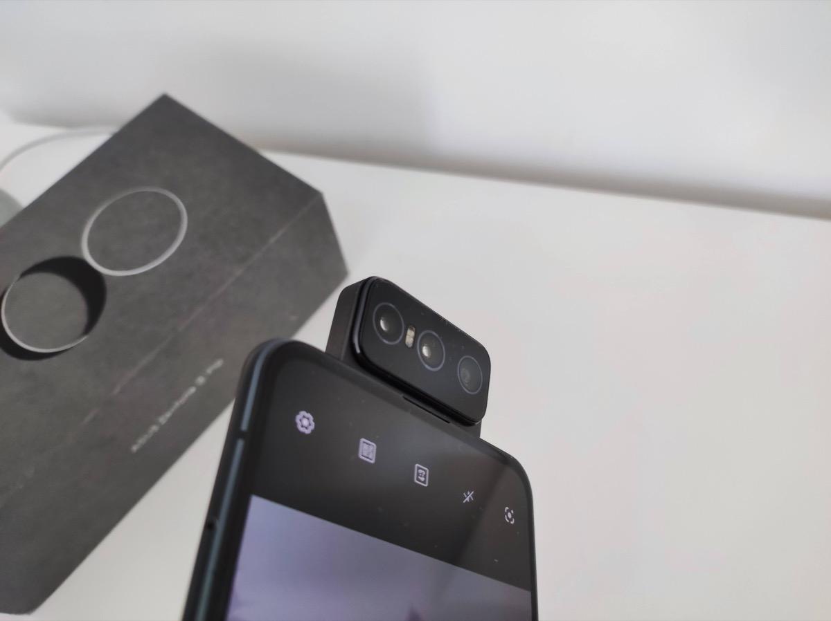 Recensione ASUS Zenfone 8 Flip, selfie da girar la…camera