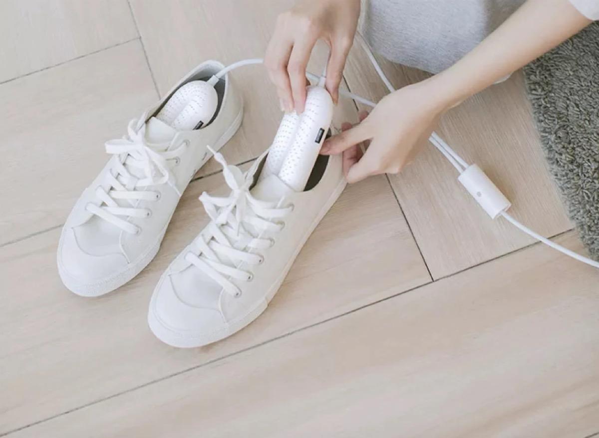 Lo sterilizzatore per scarpe Youpin in offerta a partire da 10 euro